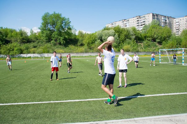 «Волонтёры некоммерческих организаций боролись за кубок по футболу».