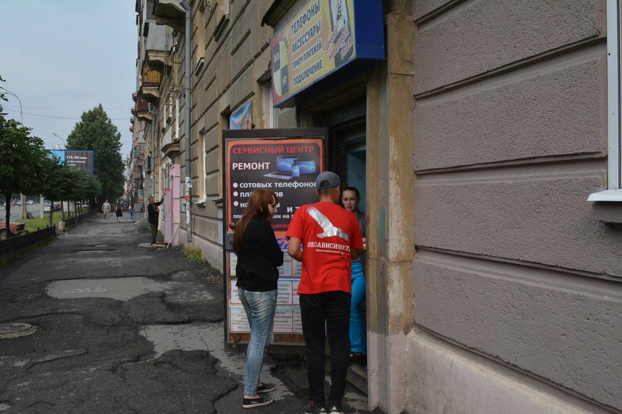"""Волонтёры НОБФ """"Независимость"""" продолжают информировать население города о проблеме ВИЧ/СПИД."""