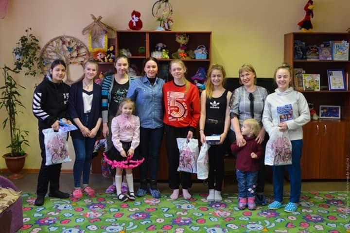 Волонтёры поздравили детей
