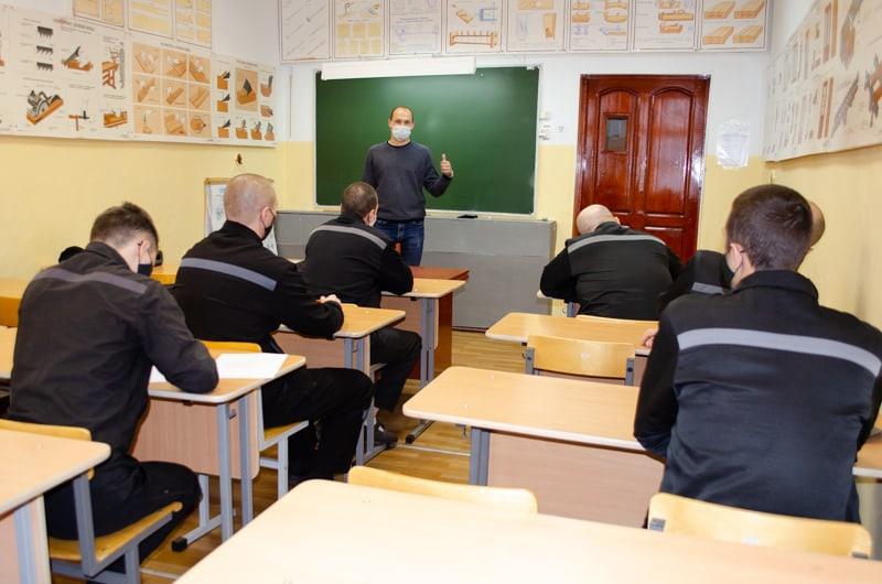 Групповые занятия в исправительных учреждениях продолжаются